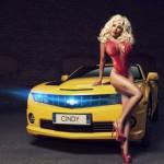 Sur une belle Chevrolet jaune